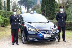 Nissan Leaf carabiniers