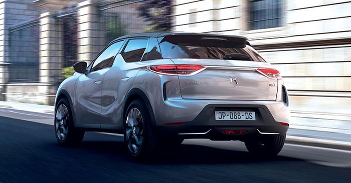 En Business sur le DS 3 Crossback, le PureTech 100 ch essence est à 128 g (29 300 euros) ; en diesel, le 1.5 BlueHDi passe de 100 à 110 ch pour 118 g et 30 300 euros. En 130 ch et boîte auto, ce 1.5 parvient à 126 g pour 33 300 euros, le prix du premium…