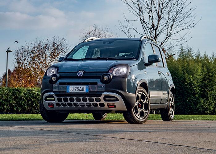 La Fiat Panda se dote du 3-cyl. 1.0 à hybridation de 12 V de 70 ch/122-124 g, à 11 990 euros en City. La carrosserie Cross (photo) fait passer le prix à 14 490 euros en City ; le CO2 augmente alors à 125-127 g pour le 1.0 de 70 ch.
