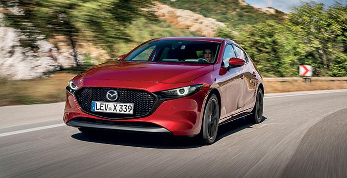 Mazda3 se dote du 2.0 e-Skyactiv M Hybrid de 122 ch à 124 g pour 27 100 euros. La version de 186 ch descend à 118 g, hybridation de 48 V aidant, pour 29 400 euros. Le diesel de 116 ch reste au catalogue mais dépasse les 130 g.