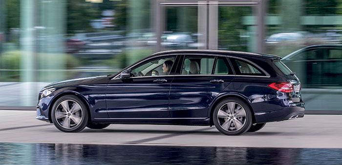 Mercedes fait valoir sa Classe C (4,69 m de long). Avec, en Business Line, des motorisations sobres en 2.0 turbo-diesel à 122 ch et 128 g en boîte manuelle, ou 127 g en boîte auto 9G-Tronic, toutes deux à 39 300 euros en berline quatre portes C 180 d.