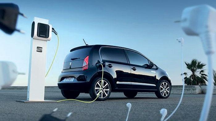 Dans le groupe Volkswagen, la moins chère demeure la Seat Mii Electric à 21 920 euros, suivie par la Skoda Citigo iV facturée au minimum 22 870 euros, alors que la Volkswagen e-up! nécessite pas moins de 23 740 euros.