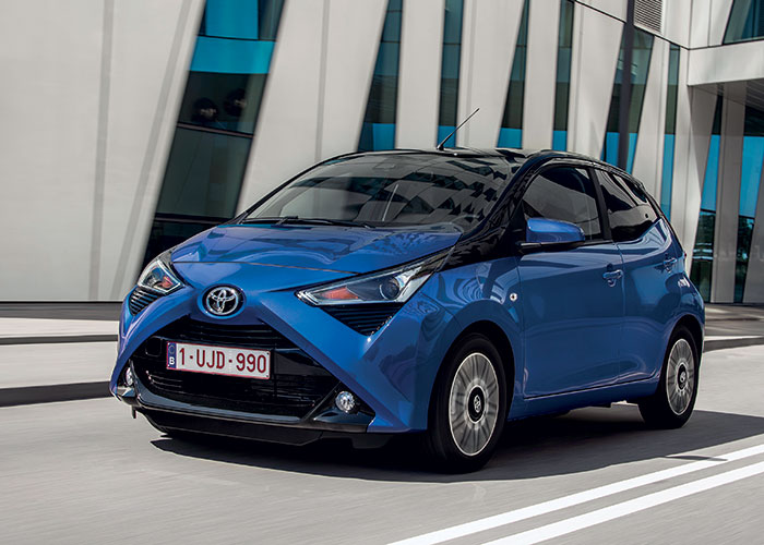 Une seule motorisation pour la Toyota Aygo en 72 ch à 112-114 g, soit 13 140 euros en finition x-pro réservée aux professionnels ou 11 940 euros en i-x. La boîte manuelle robotisée est à 700 euros pour 118 g, à partir du niveau x-play.