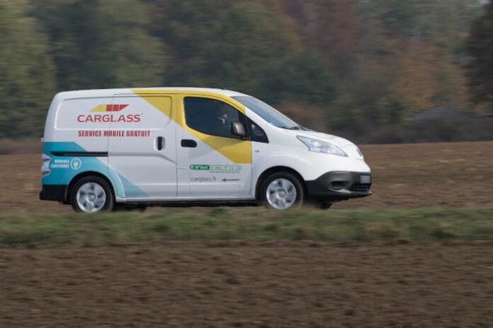 Sur les 360 VU de pose mobile de Carglass, une dizaine roule en électrique. Avec une limite d'autonomie pour ces utilitaires, liée au poids du vitrage et des outils de services complémentaires transportés.