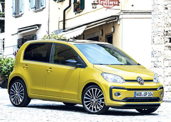 La Volkswagen up! se dote du 3-cyl. 1.0 essence en 65 ch/116 g (14 815 euros en Lounge) ou en 115 ch/126 g (19 895 euros en GTI). Sans oublier le GNV en 68 ch pour un CO2 revenu à 105 g (17 615 euros en Lounge).