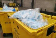Les entreprises Lyreco et Cosmolys ont développé une filière de valorisation des masques jetables en billes de plastique destinées à l'industrie automobile française.
