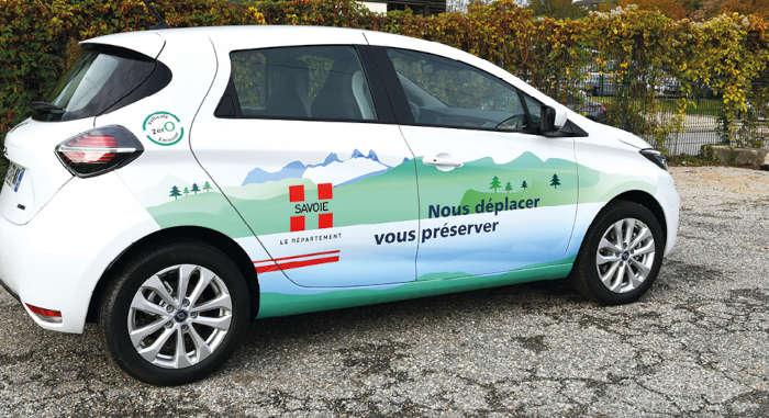 Alors que ses 350 VL de service fonctionnaient encore exclusivement en diesel ou en essence début 2020, le département de la Savoie a acquis 37 Zoé l'an passé. Avec l'objectif d'une flotte entièrement électrique dans dix ans.