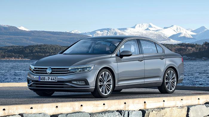 La Passat de Volkswagen en berline (4,87 m de long) et break (+ 2 cm) mise sur son hybridation rechargeable essence de 218 ch à 25-27 g pour 47 300 euros en GTE Business, et 27-30 g pour 48 630 euros en version break SW.