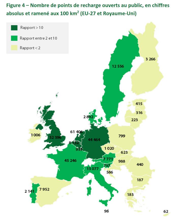 Nombre de points de recharge ouverts au public, en chiffres absolus et ramené aux 100 km 2  (EU-27 et Royaume-Uni)