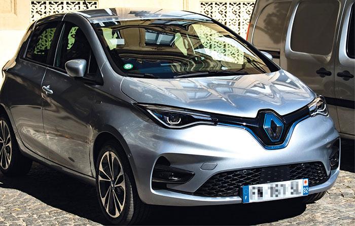 Au total, 1 300 véhicules électriques ont été commandés l'été dernier pour la Police et la Gendarmerie nationales dans le cadre du plan de relance 2020, essentiellement des Zoé (photo), Kangoo et Master Z.E.