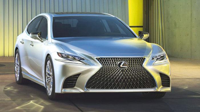 Lexus se repose sur son offre full hybrid FHEV pour sa grande limousine LS 500h. Ainsi, la motorisation hybride de 359 ch n'émet que 178 g de CO2 en propulsion (102 990 euros) et monte à 215 g avec la transmission intégrale (142 990 euros).