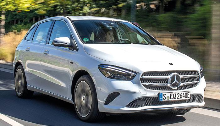Chez Mercedes, la Classe B se dote d'un kit à 780,13 euros (avec cache-bagages, coffre de 1 540 l). Comptez 31 550 euros TTC pour la B 160 essence de 109 ch/129 g, et 33 850 euros TTC pour la B 180d de 116 ch/114 g diesel.