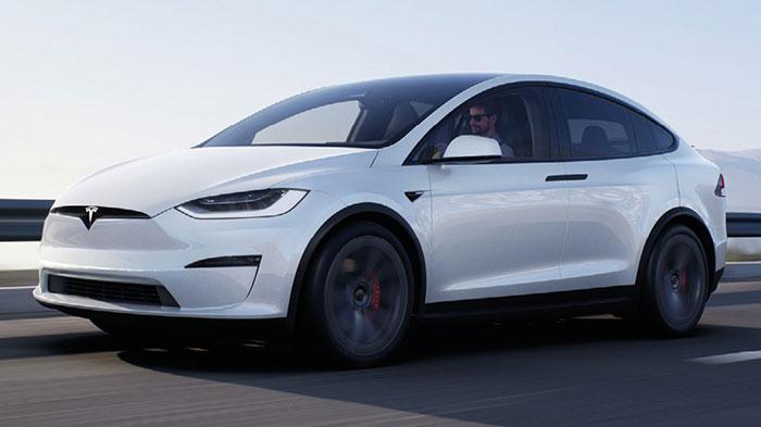 Chez Tesla, le grand SUV Model X a été restylé pour des livraisons en septembre mais la gamme actuelle reste disponible à 94 990 euros en version Long Range de 422 ch. La Long Range Plus sera facturée 99 990 euros en septembre.