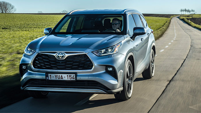 Toyota s'est décidé à importer des États-Unis le Highlander full hybrid FHEV de 248 ch/158 g. Ce grand SUV est basé sur la plate-forme et la motorisation du RAV4 (2.5 essence de 190 ch plus 182 ch électriques) et facturé 62 500 euros.