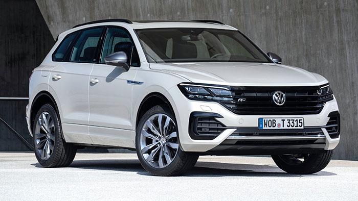 Chez Volkswagen, le Touareg eHybrid PHEV est basé sur le 3.0 V6 TSI de 340 ch plus 136 ch électriques, soit 381 ch/61 g (7 700 euros) ou 462 ch/46 g en version R (93 150 euros). Cette architecture moteur se retrouve sur le Q7.