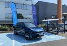 SUV Lynk & Co 01 devant le Mobility Center d'ALD à Nanterre
