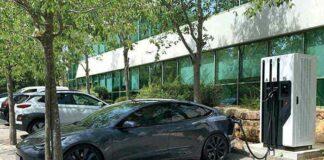 À la tête de 258 véhicules à 95 % électriques, le spécialiste des logiciels SAP Labs France s'appuie sur des bornes multimarques (Legrand, Schneider Electric, Hager, Webasto, Mennekes, etc.), soit 54 points de charge au siège de Mougins (06) et quatorze à Caen.