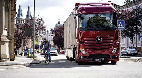 Daimler Trucks Actros sans rétroviseur et avec Side Guard Assist