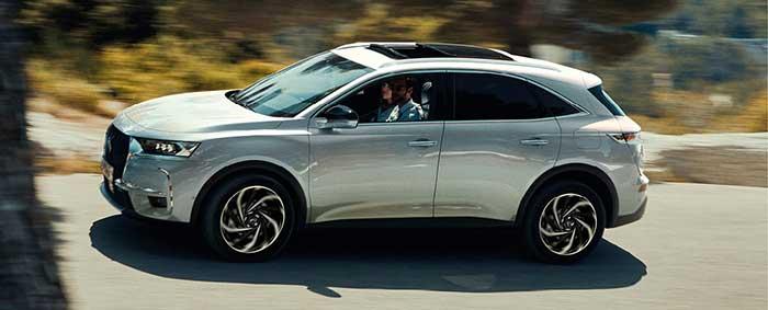 Sur le segment des SUV familiaux, le SUV DS 7 Crossback E-Tense est proposé en PHEV avec deux puissances : 225 ch/31 g à 50 050 euros et 300 ch/30 g en 4x4 à 55 450 euros, les deux en version Business qui constitue toujours l'accès à la gamme.