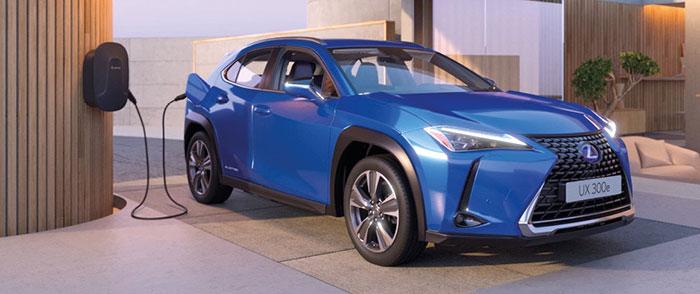 Au sein du groupe japonais Toyota, le Lexus UX 250h partage ses dessous avec son cousin le C-HR. Mais il ne reprend à ce dernier que la motorisation FHEV de 184 ch et parvient à tout juste 120 g en version Pack Confort Business Academy pour 38 970 euros.