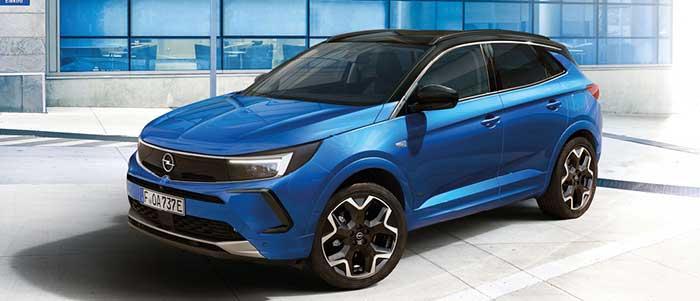 L'Opel Grandland récemment restylé s'offre deux motorisations avec l'Hybrid de 220 ch/31-34 g à 42 750 euros, et l'Hybrid4 de 300 ch/29-32 g à 49 900 euros. En diesel, le 1.5 D existe uniquement en boîte auto à 136-139 g pour 34 050 euros.