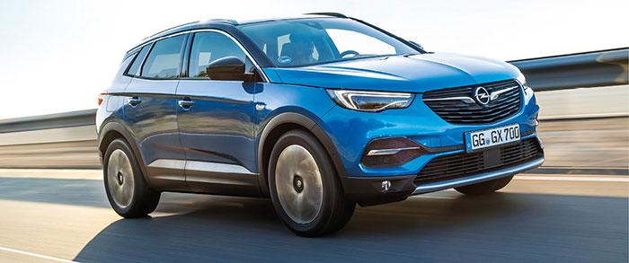 Chez Opel, le Grandland existe en PHEV de 225 ch/31-34 g (43 750 euros en Élégance Business), mais aussi de 300 ch/30-33 g (49 900 euros en Élégance Business). Une version Business qui n'existe pas chez les cousins et concurrents Citroën et Peugeot.