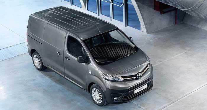 Le Toyota Proace Compact de 4,6 m3, avec le 1.5 D de 100 ch, est vendu 26 235 euros et 27 735 euros en 120 ch. En fourgon Medium de 5,3 m3, comptez 30 735 euros en 2.0 D de 140 ch, et 34 835 euros en 2.0 D de 180 ch pour le fourgon Long de 6,1 m3.